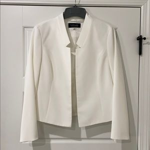 White long sleeve blazer with notched collar